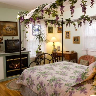 Arimistead Cottage B&B Newport, RI Contact Romana 401-848-7123 wwwarmsteadcottage.com Photo Credit: Peter Goldberg 401-722-4914